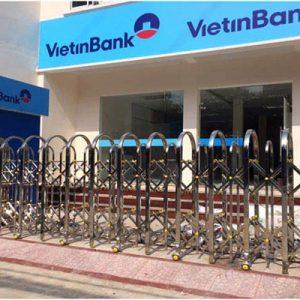 Cổng xếp inox lắp tại ngân hàng Vietinbank Đà nẵng