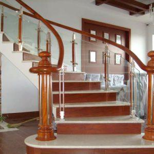 Cầu thang kính gỗ tinh tế sang trọng
