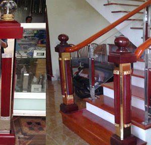 Mẫu trụ cái cầu thang kính ốp gỗ đẹp