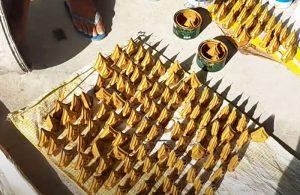 Mũi giáo hàng rào sắt sơn màu vàng óng đẹp