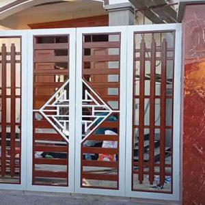 Mẫu cửa sắt 4 cánh đan nghệ thuật đẹp khách hàng yêu thích