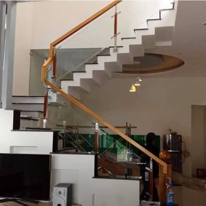 Mẫu lan can cầu thang kính cường lực nhà phố đẹp nhất